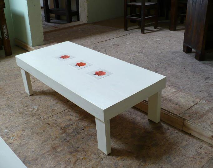 לקנות שולחן מלבני צבוע צבע אקרילי לבן בשילוב אבנים