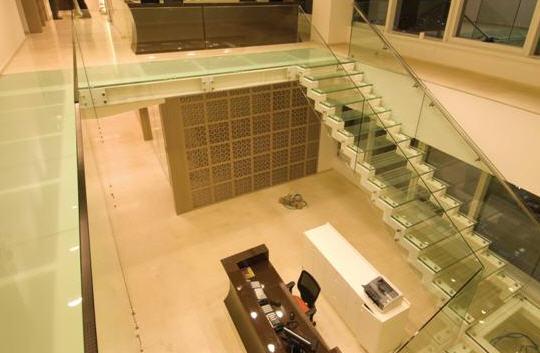 לקנות מערות ומדרגות זכוכית