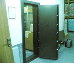 דלתות בטחון, ארונות נשק וסמים