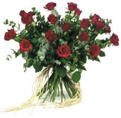 זר פרחים ורדים אדומים גבוהים